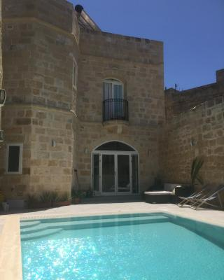 Farmhouse with Private Pool in Zurrieq