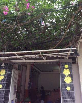 Nhu Y Guesthouse