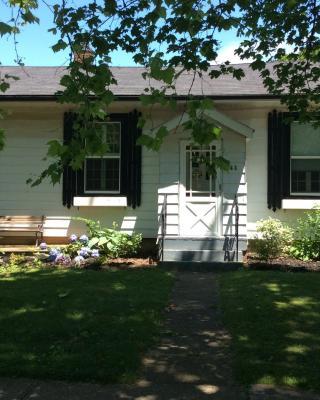 Sunnyside Niagara Cottage