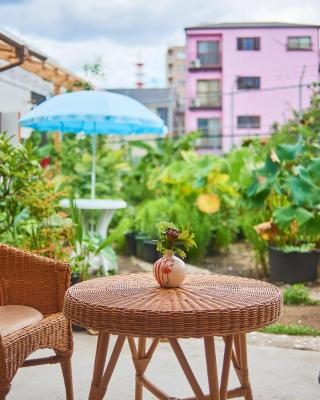 Cocoroom Cafe Garden Guest House