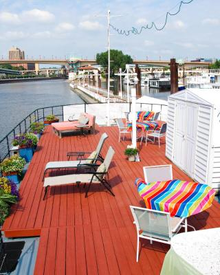 The Covington Houseboat