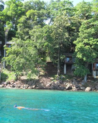 Treetop Guesthouse and Bungalows