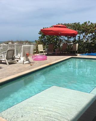 Joyce's Beachfront Suite 2