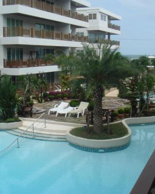 Beach Front Apartment with Beach and Pool view