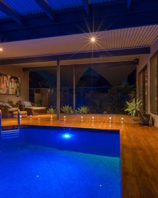 Sols Place Boutique Pool Studio