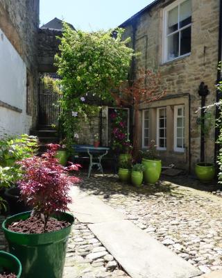 Garden Cottage, Castle Hill