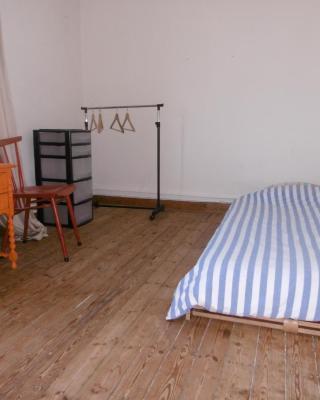 Charmante maison chambre privative basique