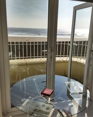 Swansea Beachfront Apartment