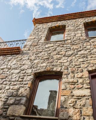 Metis Stone Home
