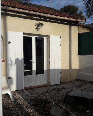 Studio indépendant avec jardin sur la côte Varoise