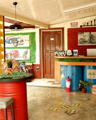 Food District Hostel Cebu Central