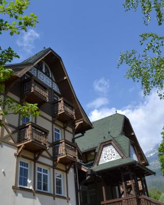 Greenwood hotel