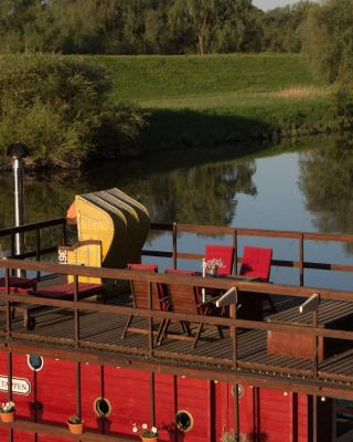 Gemuetliches Hausboot am Elbarm