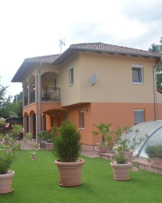 Granada Medencés Apartmanház