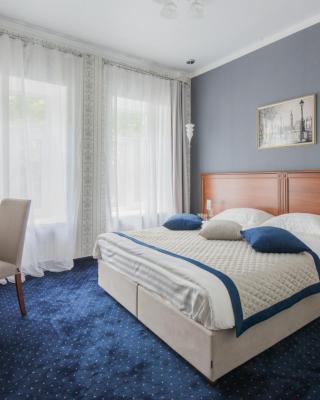 Esquire Hotel