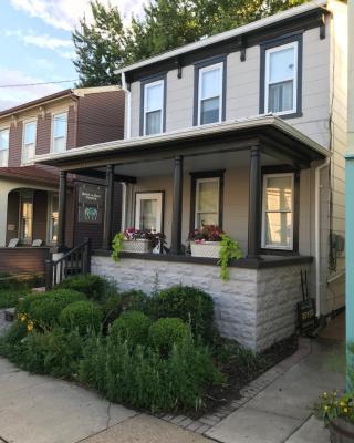 Home on Restaurant Row, Eastport