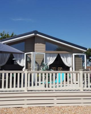 Southsea, Beach and Beauty, Luxury, Pet-Friendly, Private Hot Tub, Lodge