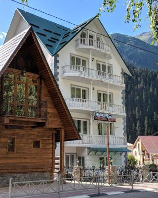 Hotel Sniezhnaya Korolieva Dombay