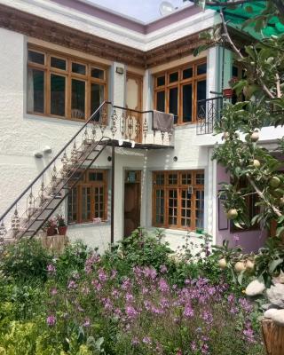 Yanghla Guest House