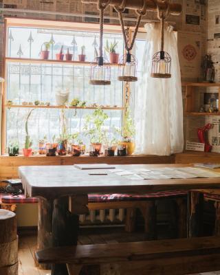 Woodpecker's Inn