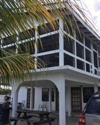 Bamboleo Inn Belize