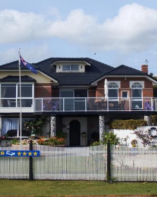 Moonlight Bay B&B Guest House