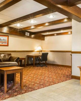 Clarion Inn & Suites Lake George