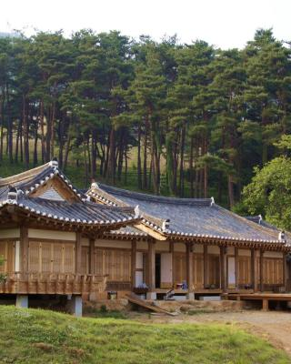 Korean Traditional House - Chungnokdang