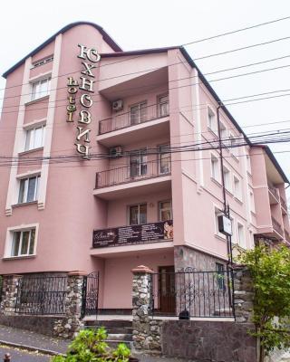 Hotel Complex Uhnovych