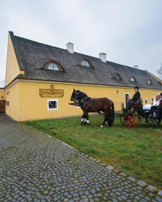 Dvůr Olšiny -Hotel and Horse-riding