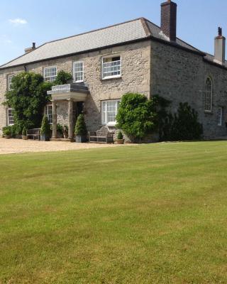 Cadson Manor