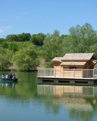 Cabanes Flottantes du lac de Pelisse