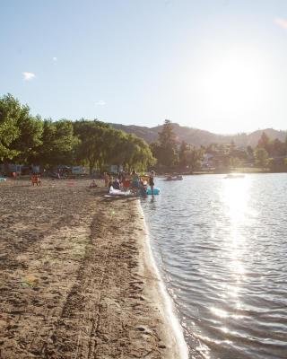 The Lakeside Resort