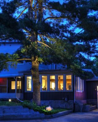 Pine Lodge Muskoka
