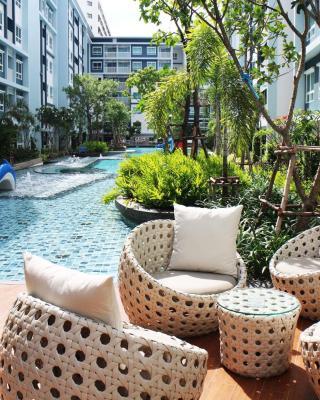 至信泳池和花園華欣公寓