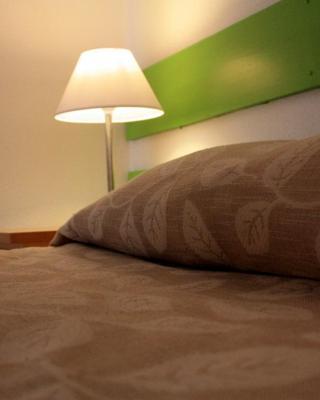 E-Nove Lounge Hostel Caffe