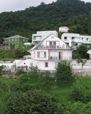 Mount Villa Kvariati