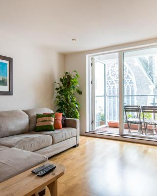 Central Brighton Apartment with Private Parking