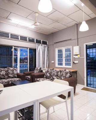 Kemaman Lodge & Cafe