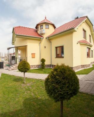Villa CC