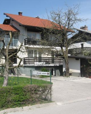 Apartments and Rooms Na poljani