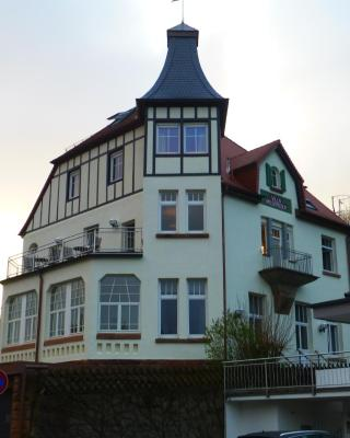 Kurhaus Trifels-Gästehaus Villa Waldfrieden