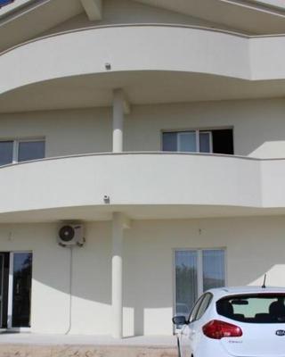 Apartment Maras