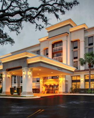 Hampton Inn & Suites at Colonial TownPark