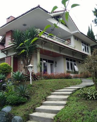 Villa Bougenvile Lembang Asri