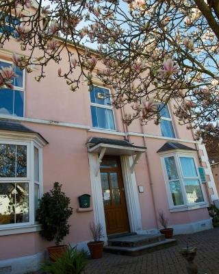 Maenllwyd Guest House
