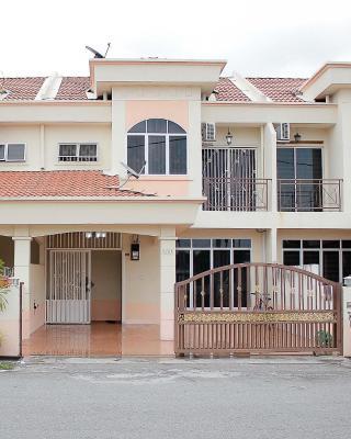 Marlina Holiday Home Seri Manjung