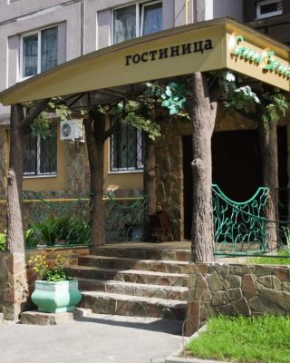 Green Street Hotel & Hostel
