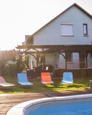 Medencés Villa a Velencei tónál