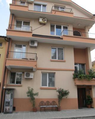 Private Home Yani Popov